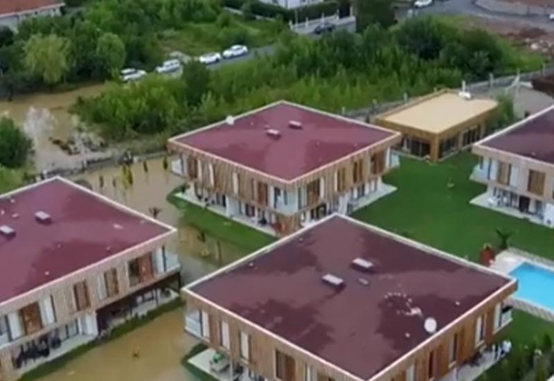 В Стамбуле дома затопило водой в результате селя