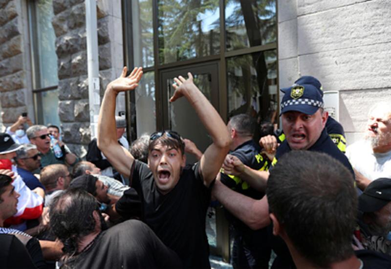 В Тбилиси отменили марш ЛГБТ