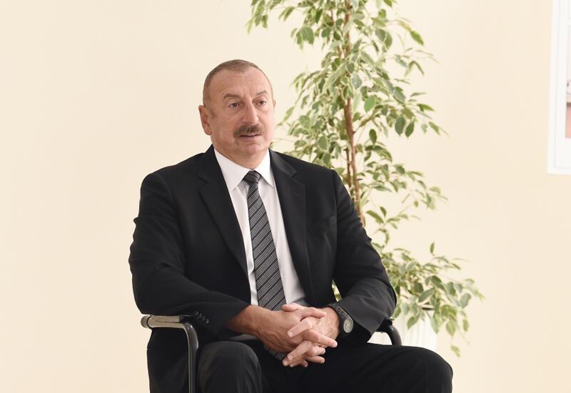 Президент Ильхам Алиев: Государство обеспечило квартирами, индивидуальными домами 10 тысяч семей шехидов и инвалидов войны, и этот процесс продолжается
