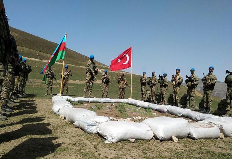 Азербайджан и Турция увеличат количество проводимых совместно военных учений