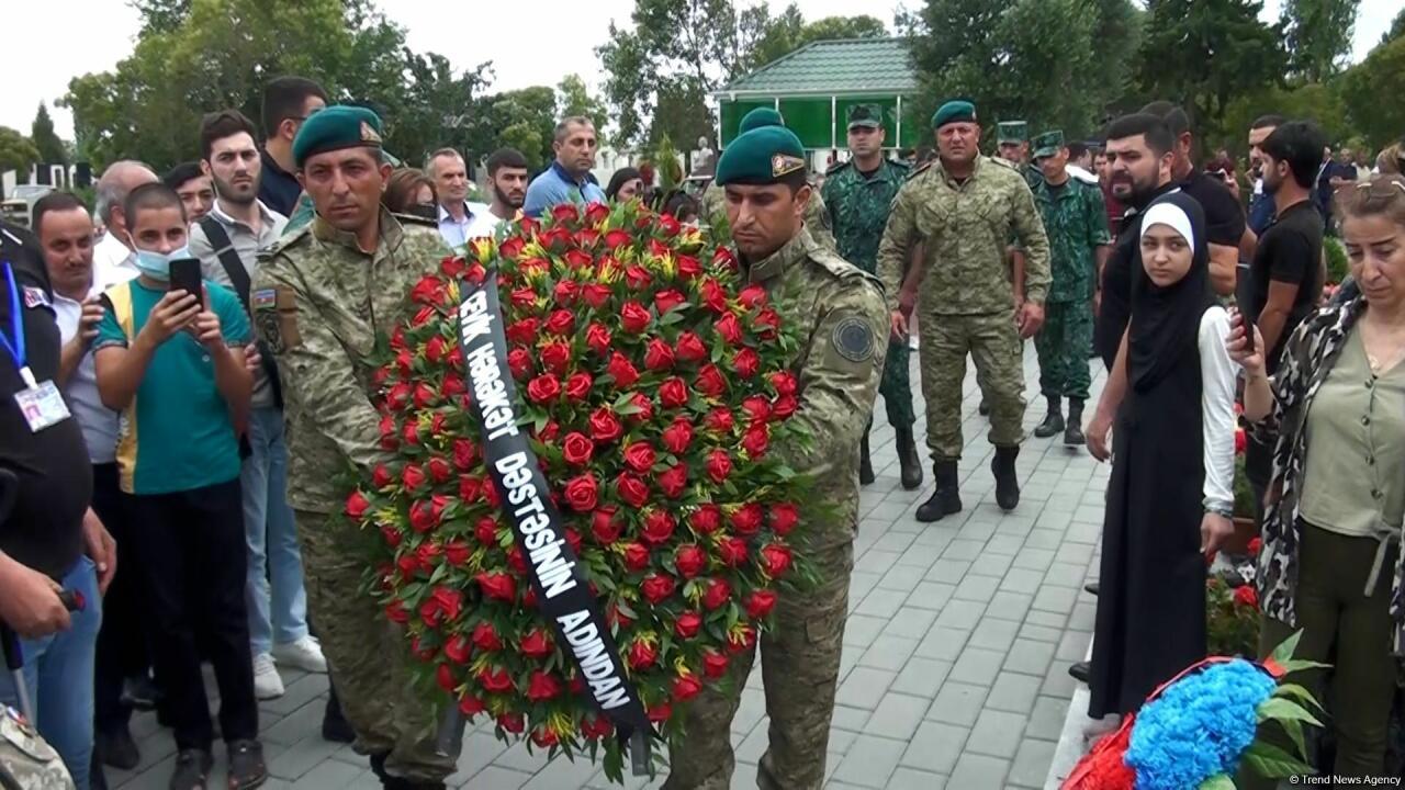 Тысячи людей пришли почтить память шехида Худаяра Юсифзаде в день его рождения