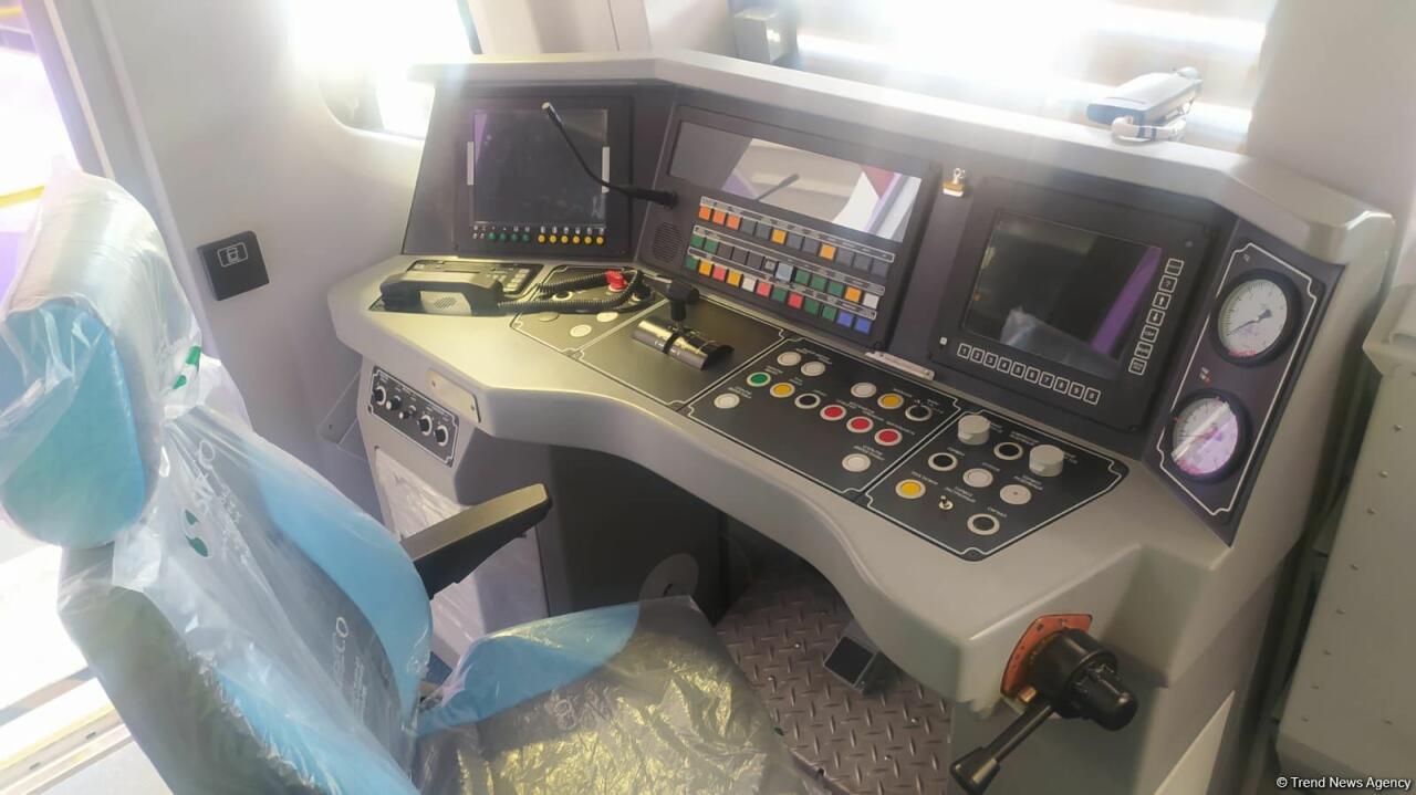 В Баку из России доставлены 20 новых вагонов метро