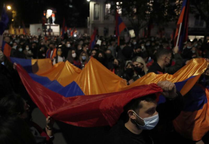 Франция пытается вытеснить Россию и превратить Армению в свой личный форпост