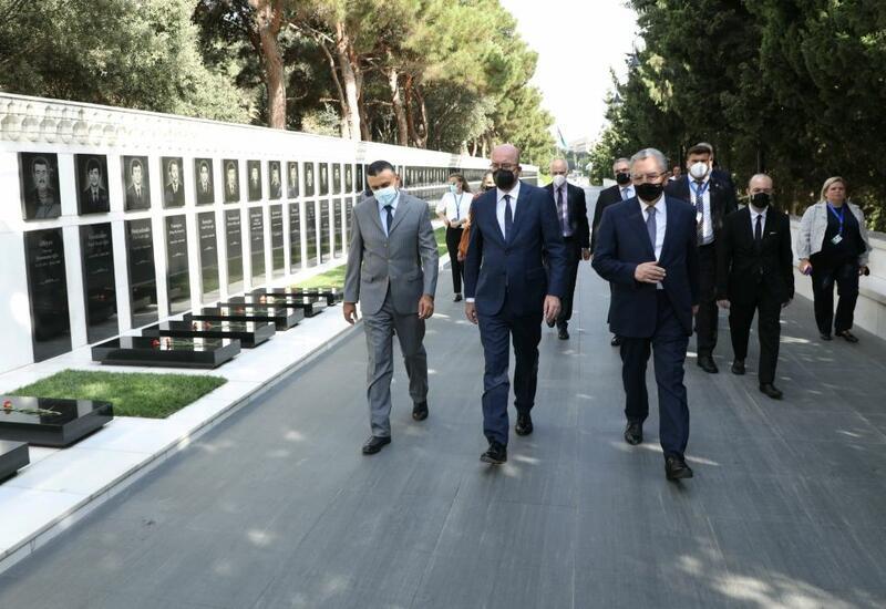 Avropa İttifaqı Şurasının Prezidenti Şarl Mişel Şəhidlər xiyabanını ziyarət edib