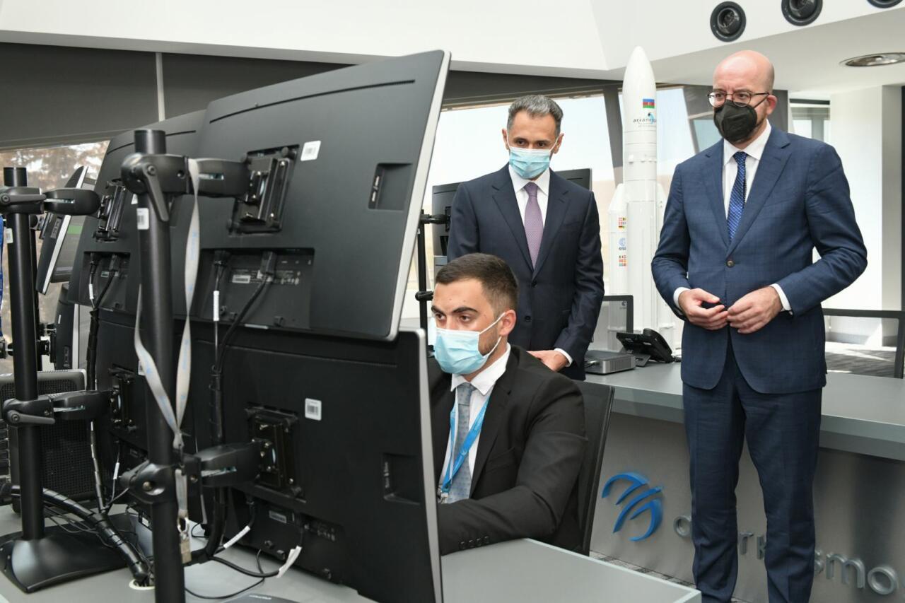 Президент Евросовета Шарль Мишель посетил Главный наземный центр управления спутниками «Азеркосмос»