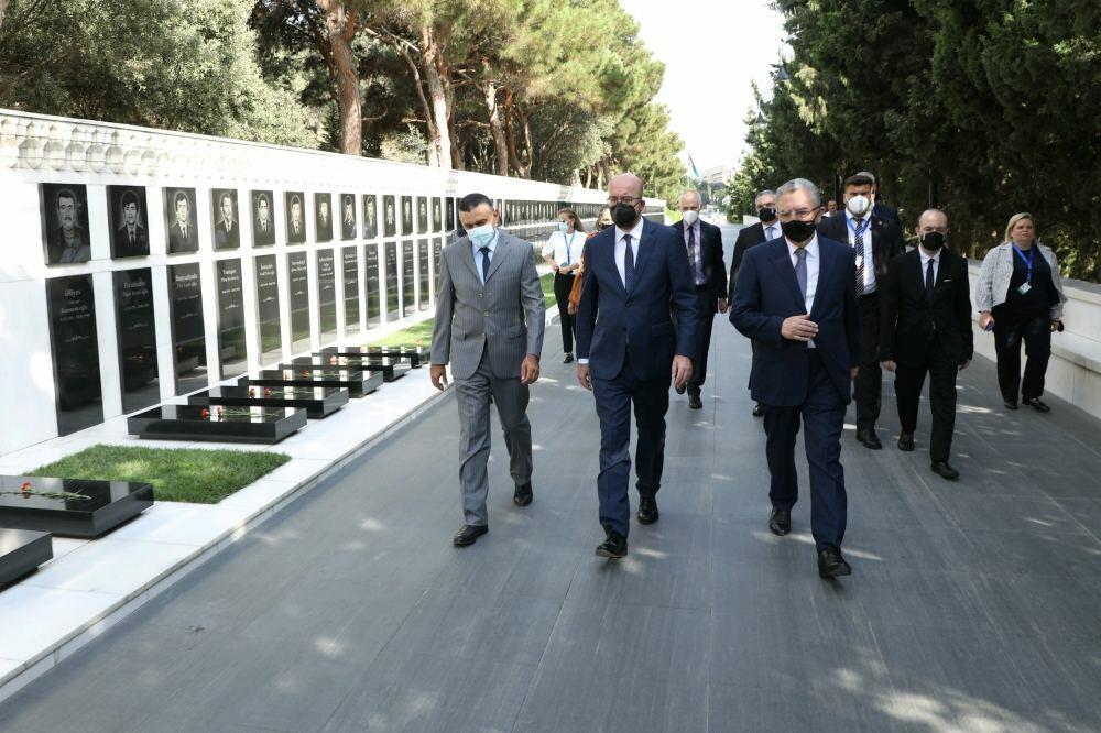 Президент Евросовета Шарль Мишель посетил Аллею шехидов