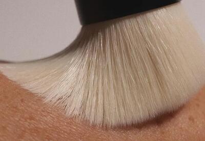 Как выбрать пудру, чтобы она выравнивала цвет лица и не забивала поры