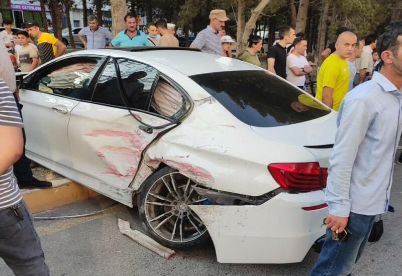 В Сумгайыте свадебный кортеж попал в аварию