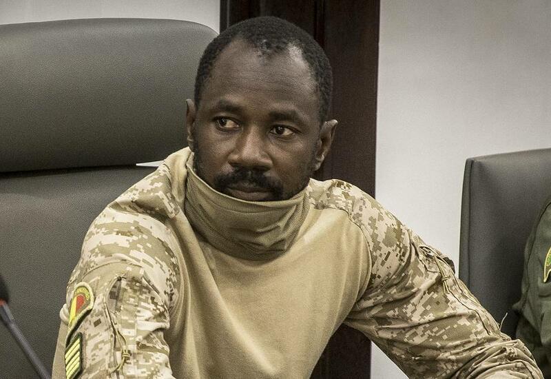 На временного президента Мали напали с ножом