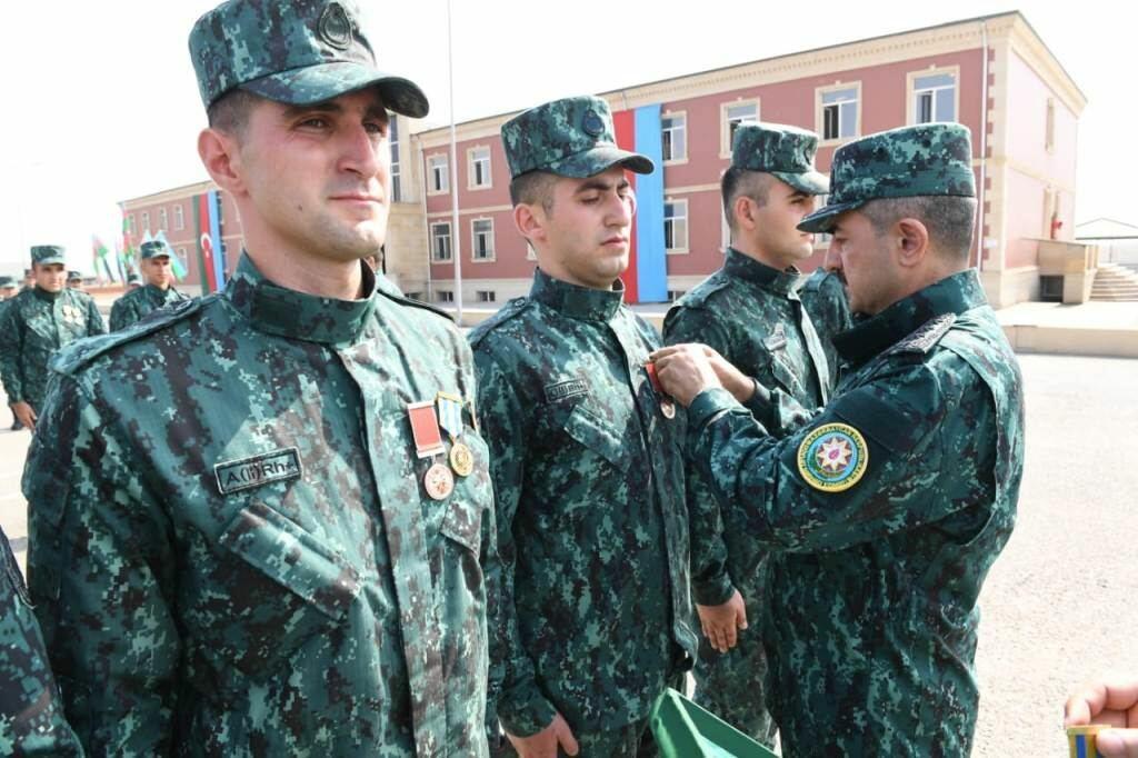 Группа военнослужащих, принимавших участие в Отечественной войне, уволена в запас