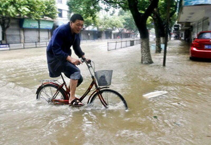В Китае из-за наводнения эвакуировали около 100 тыс. человек