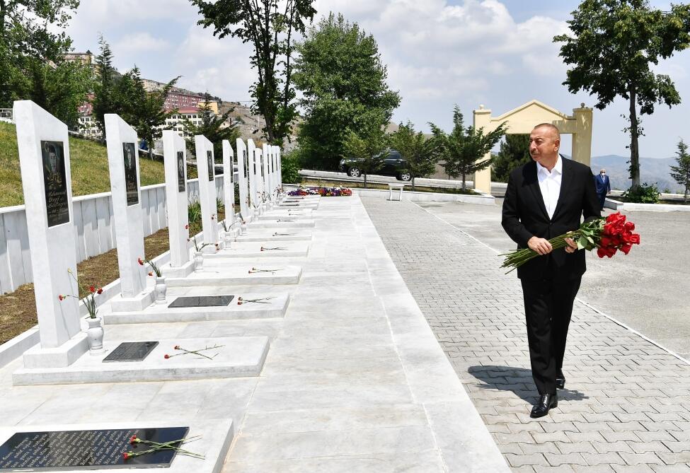 Президент Ильхам Алиев посетил Аллею шехидов в Дашкесане
