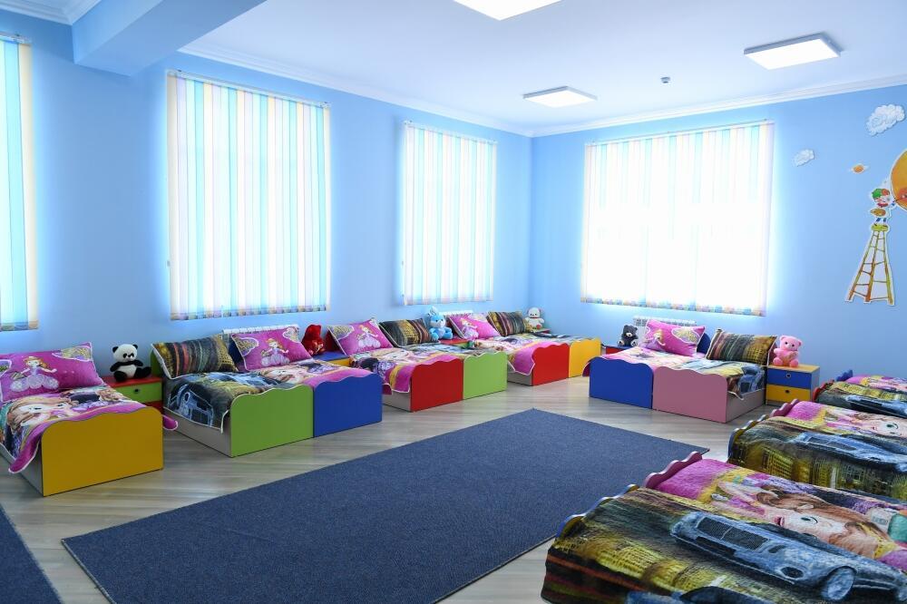 Президент Ильхам Алиев принял участие в сдаче в эксплуатацию детсада-яслей на 200 мест в Нафталане