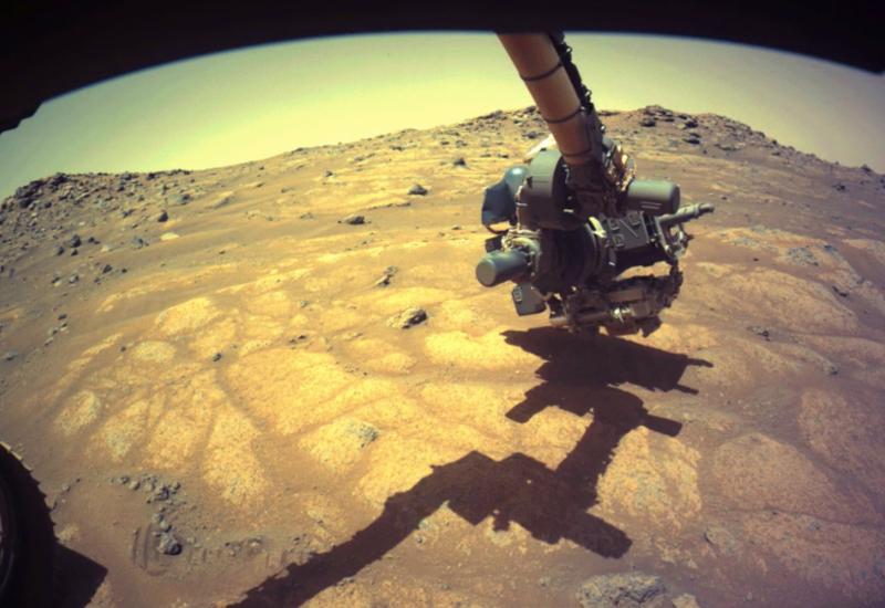 Марсоход NASA приступил к поискам признаков жизни на Марсе