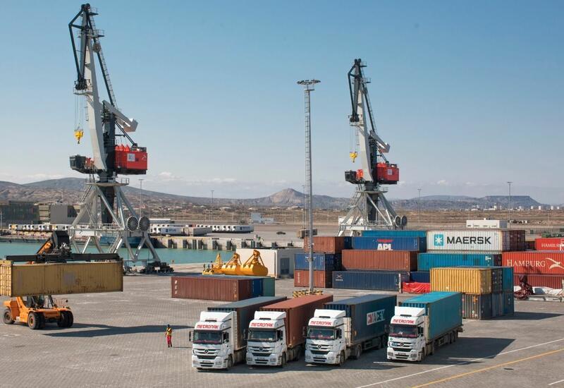 Бакинский порт играет важную роль в транспортировке грузов между странами Европы и ЦА