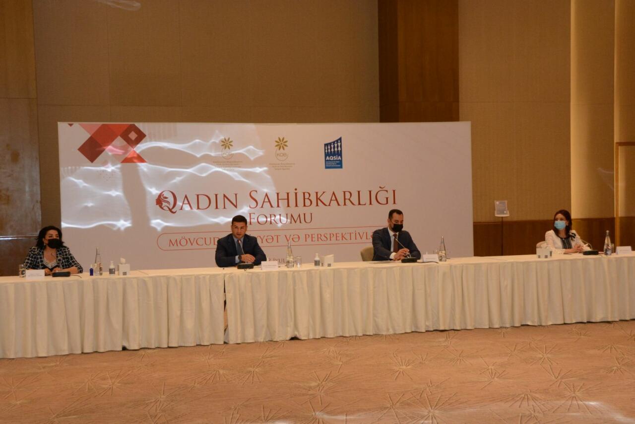 В Баку обсудили развитие женского предпринимательства