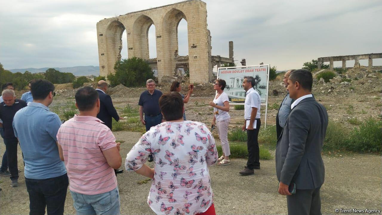 Армяне полностью разрушили Агдам, мы взволнованы увиденным на освобожденных территориях