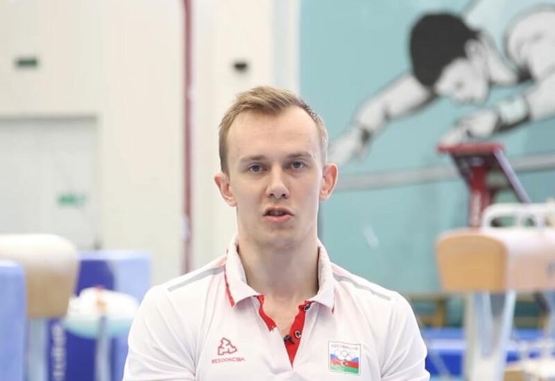 Азербайджанский гимнаст Иван Тихонов выступил в опорном прыжке и на параллельных брусьях в рамках соревнований на Олимпиаде в Токио