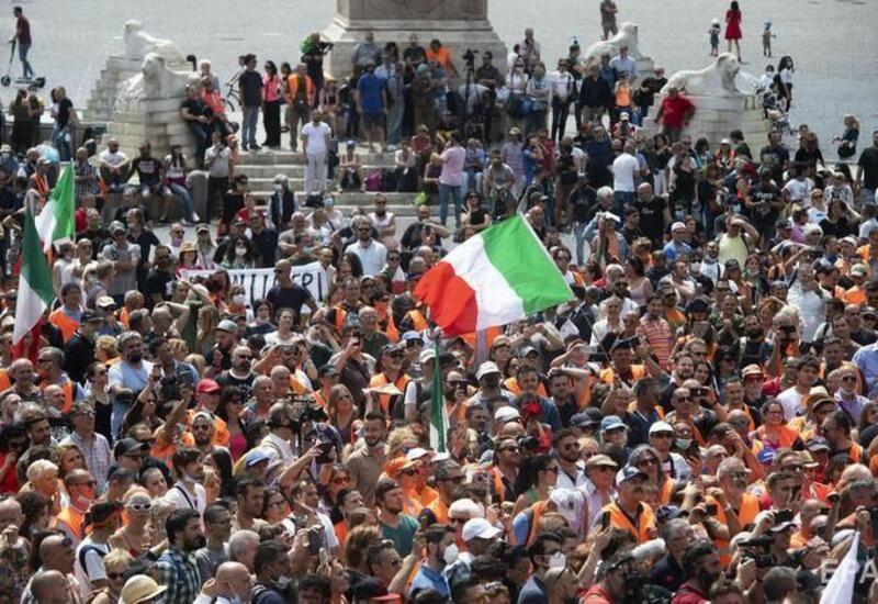 В более чем 80 городах Италии прошли акции против введения ковид-сертификатов