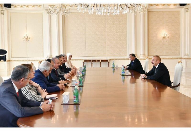 Президент Ильхам Алиев принял делегацию во главе с председателем Великого национального собрания Турции