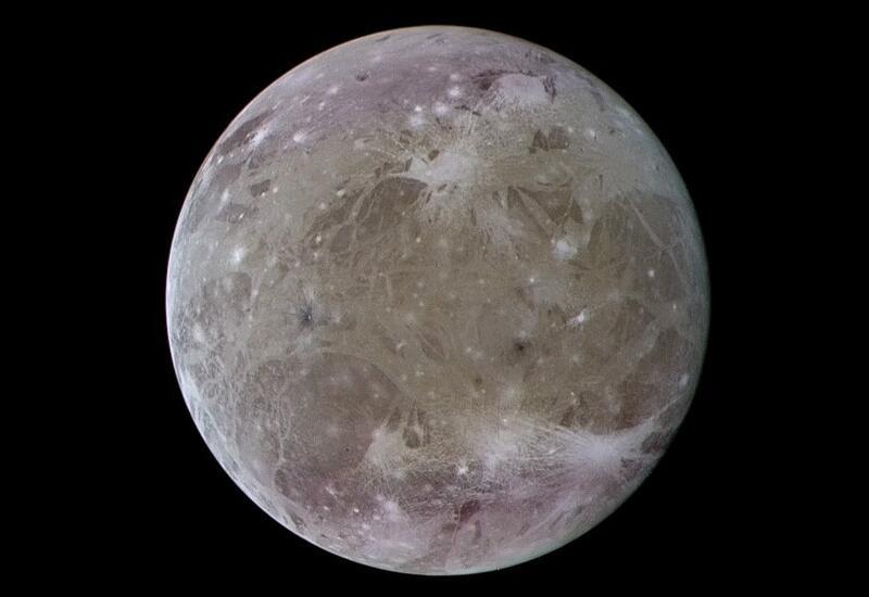 """Телескоп """"Хаббл"""" впервые обнаружил следы воды у спутника Юпитера"""