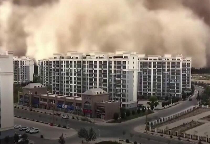 Песчаная буря накрыла китайский город