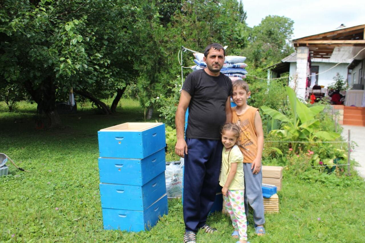 В Азербайджане для малообеспеченной молодежи созданы пчеловодческие хозяйства