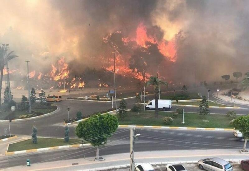 Началась эвакуация отелей в турецком Мармарисе из-за лесных пожаров