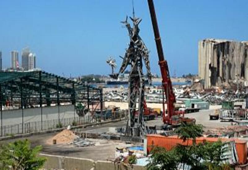 Бейрут: скульптура из обломков на месте взрыва