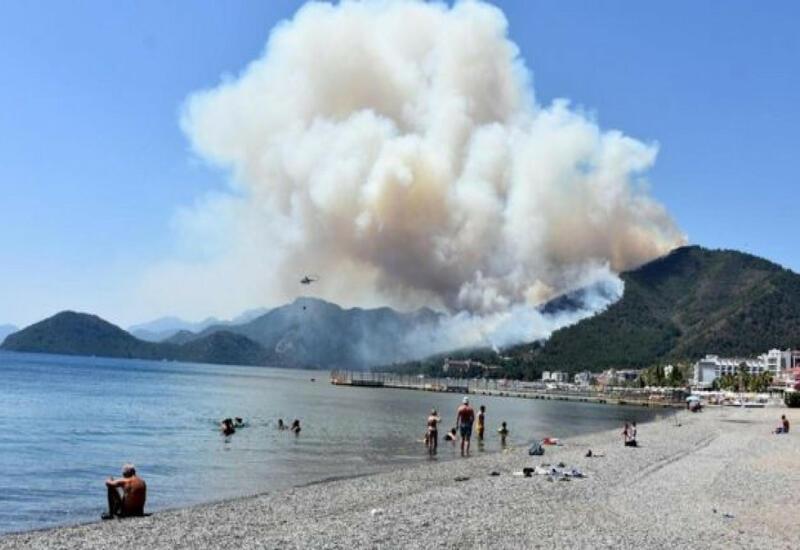 На курорте Мармарис в Турции вспыхнул пожар