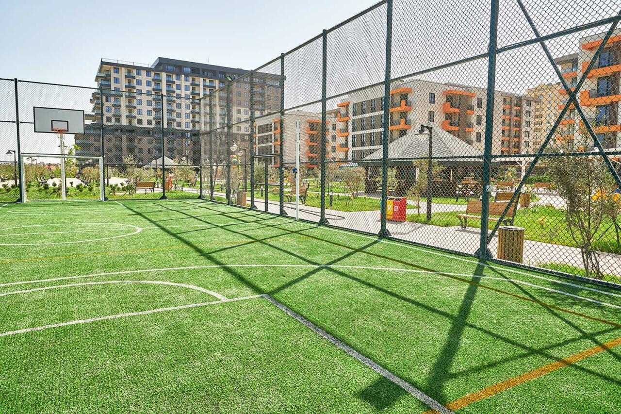 Для летнего отдыха: загородный дом или ресортный комплекс?