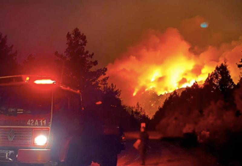 Туристы показали обстановку в горящем Бодруме