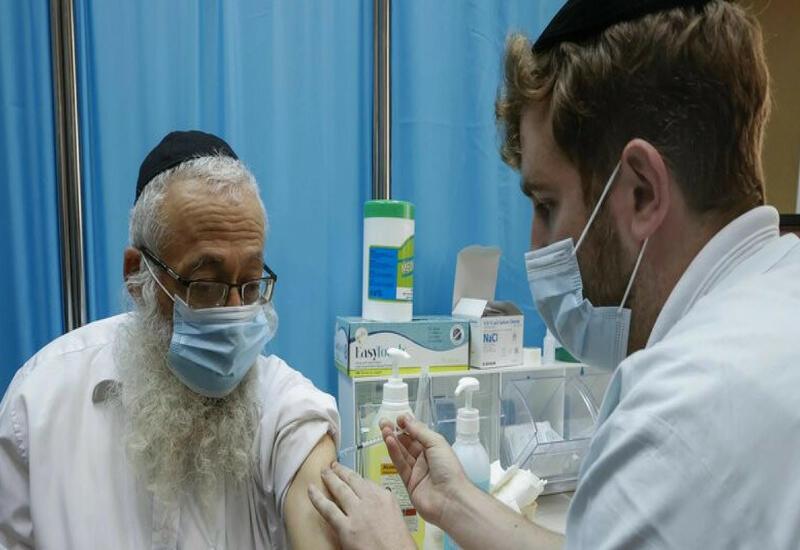 В Израиле началась вакцинация лиц старше 60 лет третьей дозой Pfizer