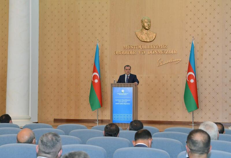 Глава МИД встретился с руководителями дипломатических представительств Азербайджана