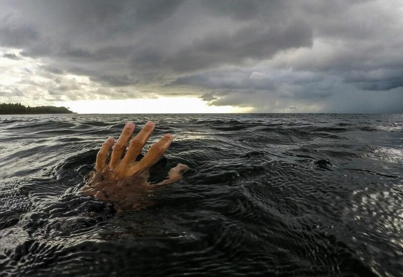 Азербайджанский полицейский погиб при попытке спасти тонущего в море человека