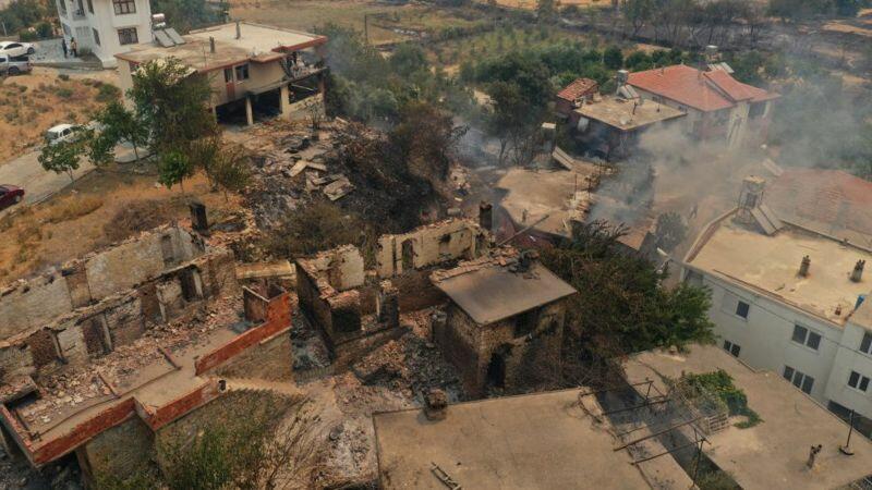 В Турции продолжают бушевать лесные пожары