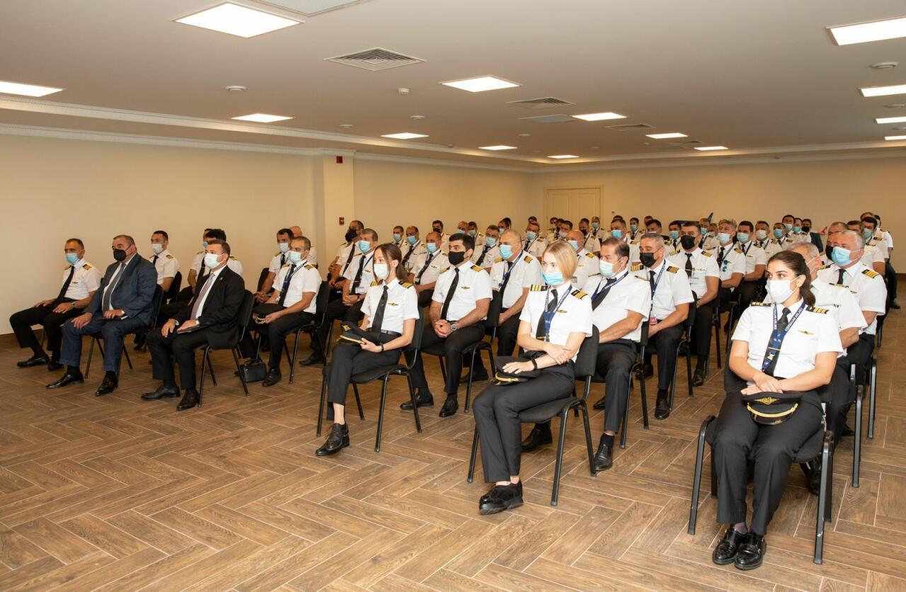 Состоялось традиционное общее собрание летного состава AZAL