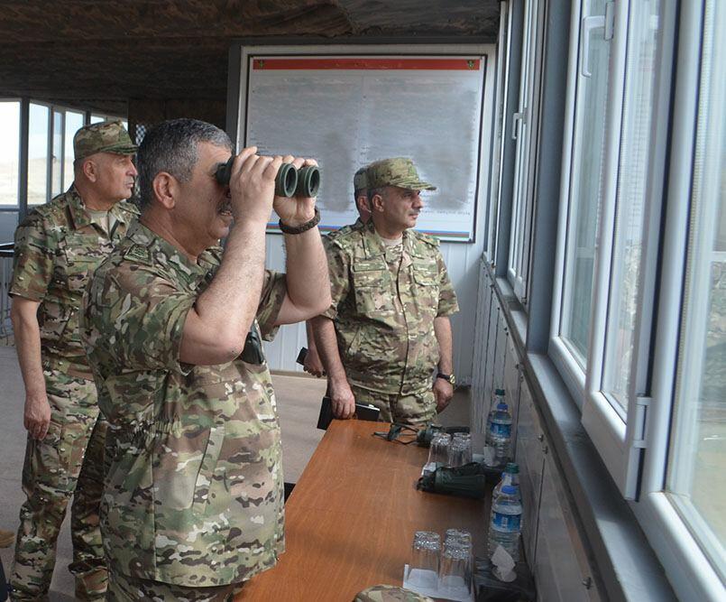 Закир Гасанов ознакомился с ходом курсов повышения квалификации офицерского состава