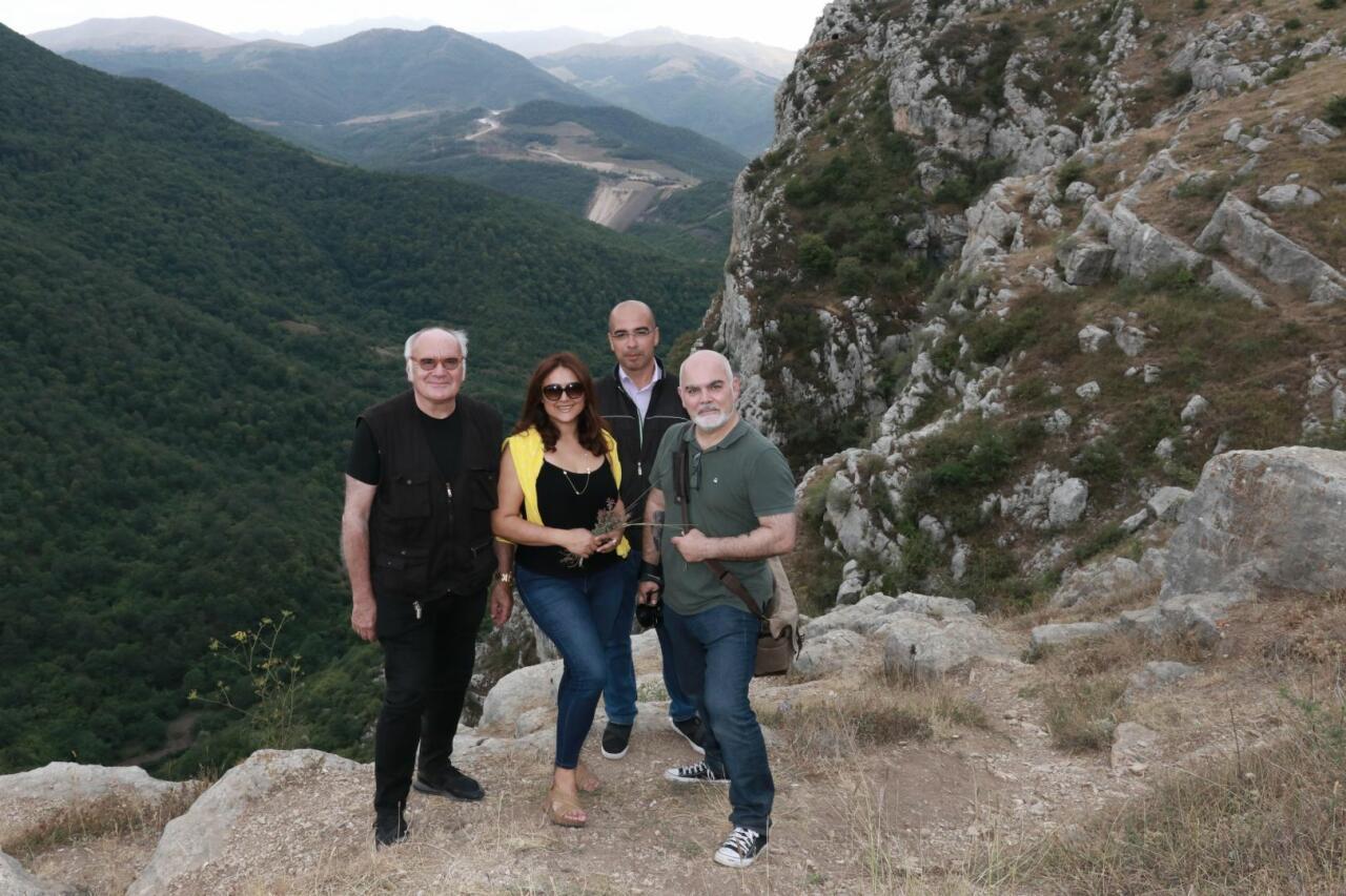 Французские журналисты пришли в ужас от вандализма армян в Карабахе