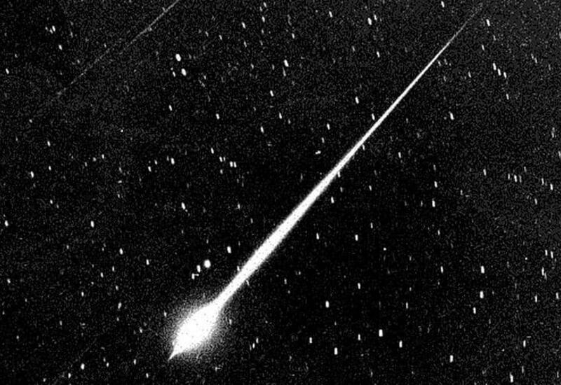 Жители Измира засняли на видео падающий метеор