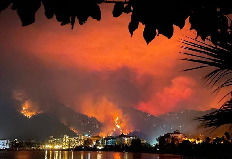 Опубликованы кадры горящей дороги в Турции