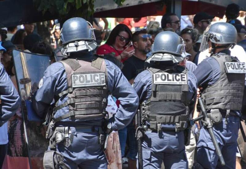 Полицейские пострадали при стычках с протестующими во Франции