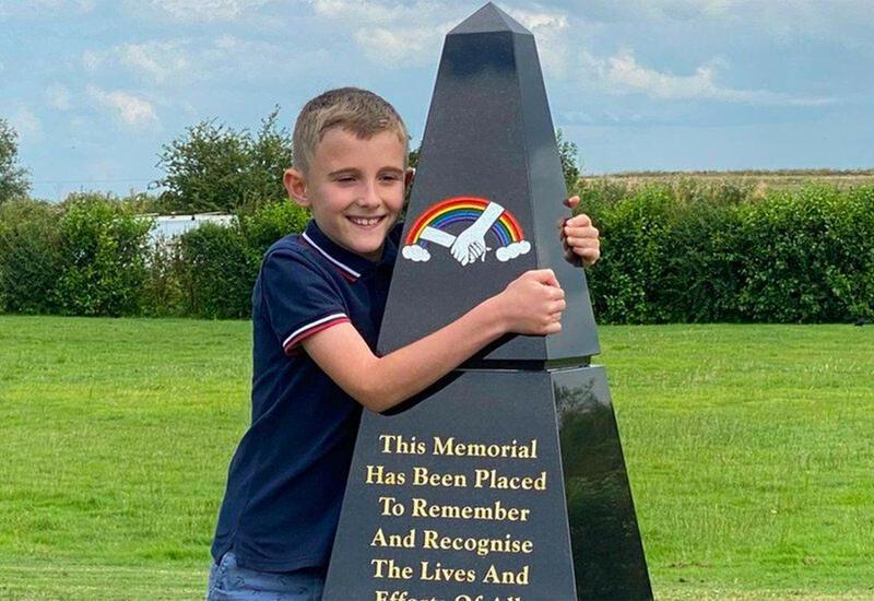 10-летний ребенок построил мемориал жертвам COVID-19 на территории крематория