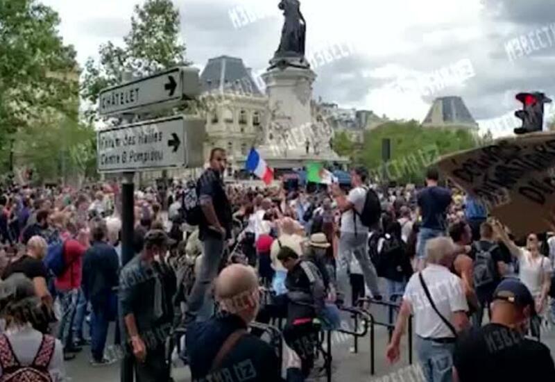 """Во Франции задержали 76 человек на """"ковидных"""" протестах"""
