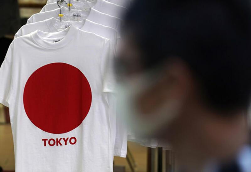 Британия ужесточает правила въезда, в Японии прививают студентов