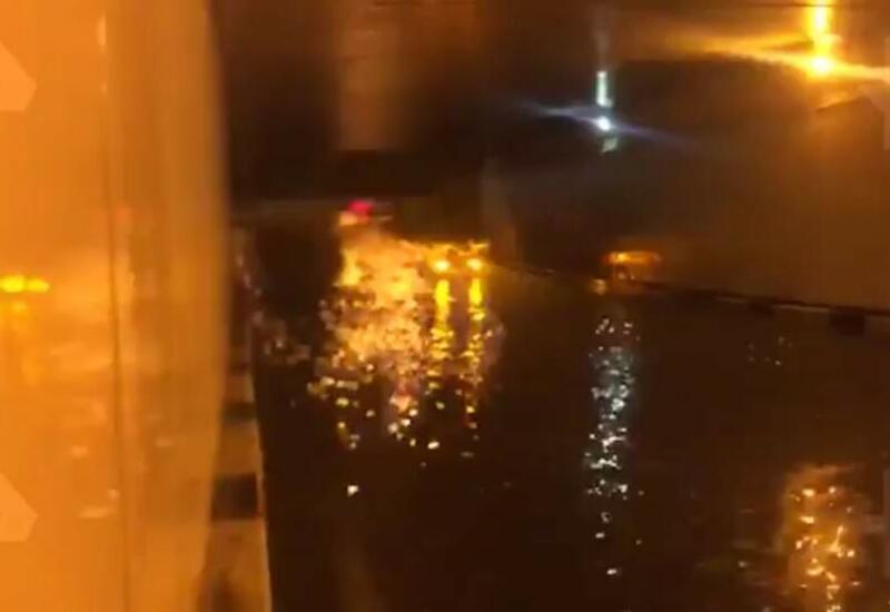 В Москве затопило тоннель, водители остались в западне