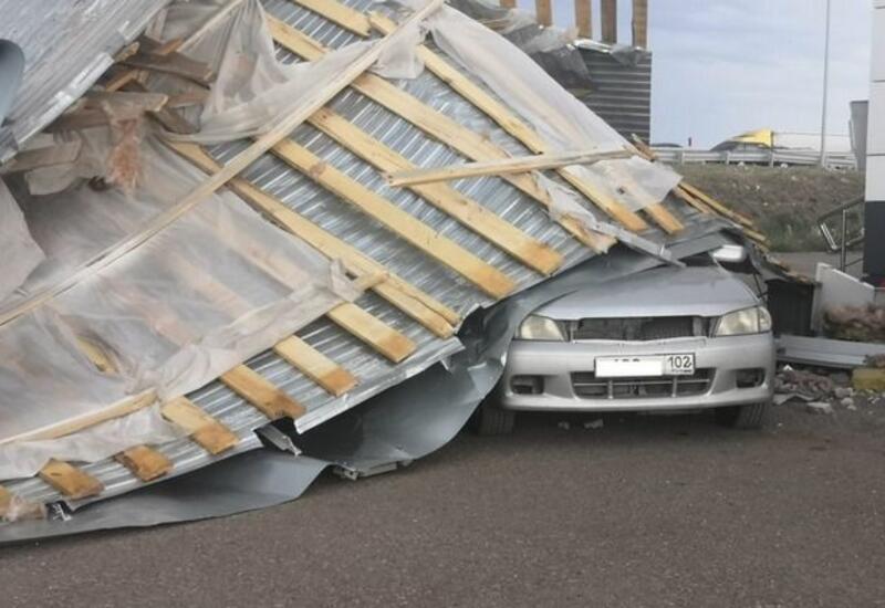 В Башкирии ураган сорвал крыши школ, магазинов и жилых домов