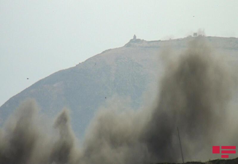 В Агсу произошел пожар в горной местности со сложным рельефом