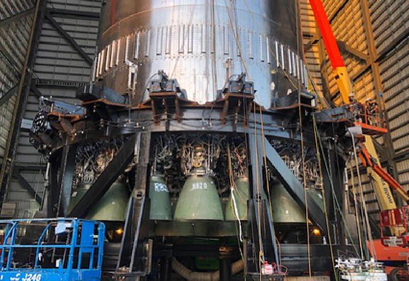 SpaceX собрала сверхтяжелую ракету с 29 двигателями