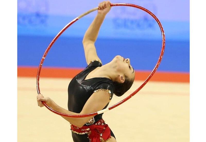 Азербайджанская гимнастка представила упражнение с обручем в рамках соревнований на Олимпиаде в Токио